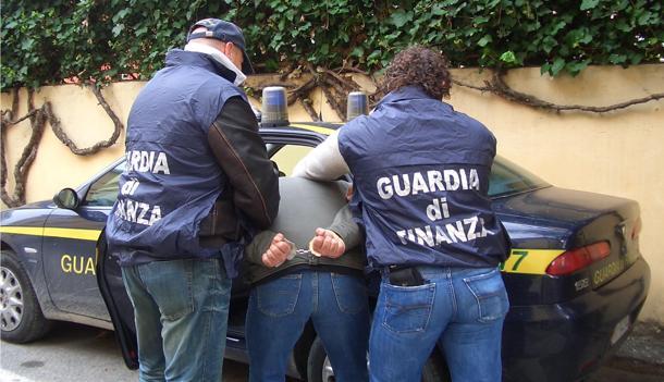 CORRUZIONE CONTRO LA PA: LA GDF ARRESTA 15 PERSONE. TRA LORO ANCHE UN EX PM