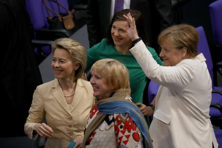 Merkel: Rispetto per l'Italia