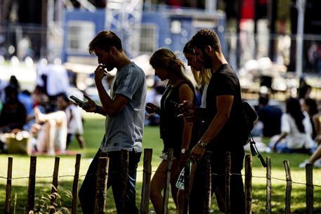 Francia: divieto telefoni a scuola?