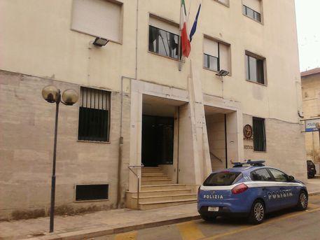 Roma, anziana derubata della pensione all'uscita della Posta: denunciati 3 romeni