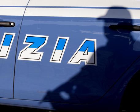 Roma, ubriaco ruba un auto e provoca un incidente: arrestato