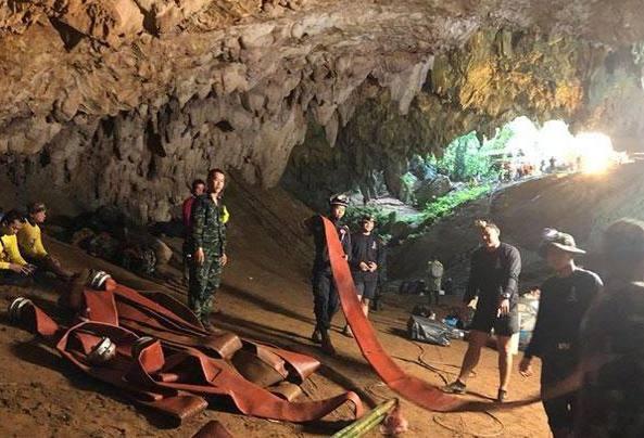 Thailandia, tutti vivi i 12 baby calciatori intrappolati nella grotta