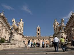 Turisti fanno volare droni su no fly zone di Roma