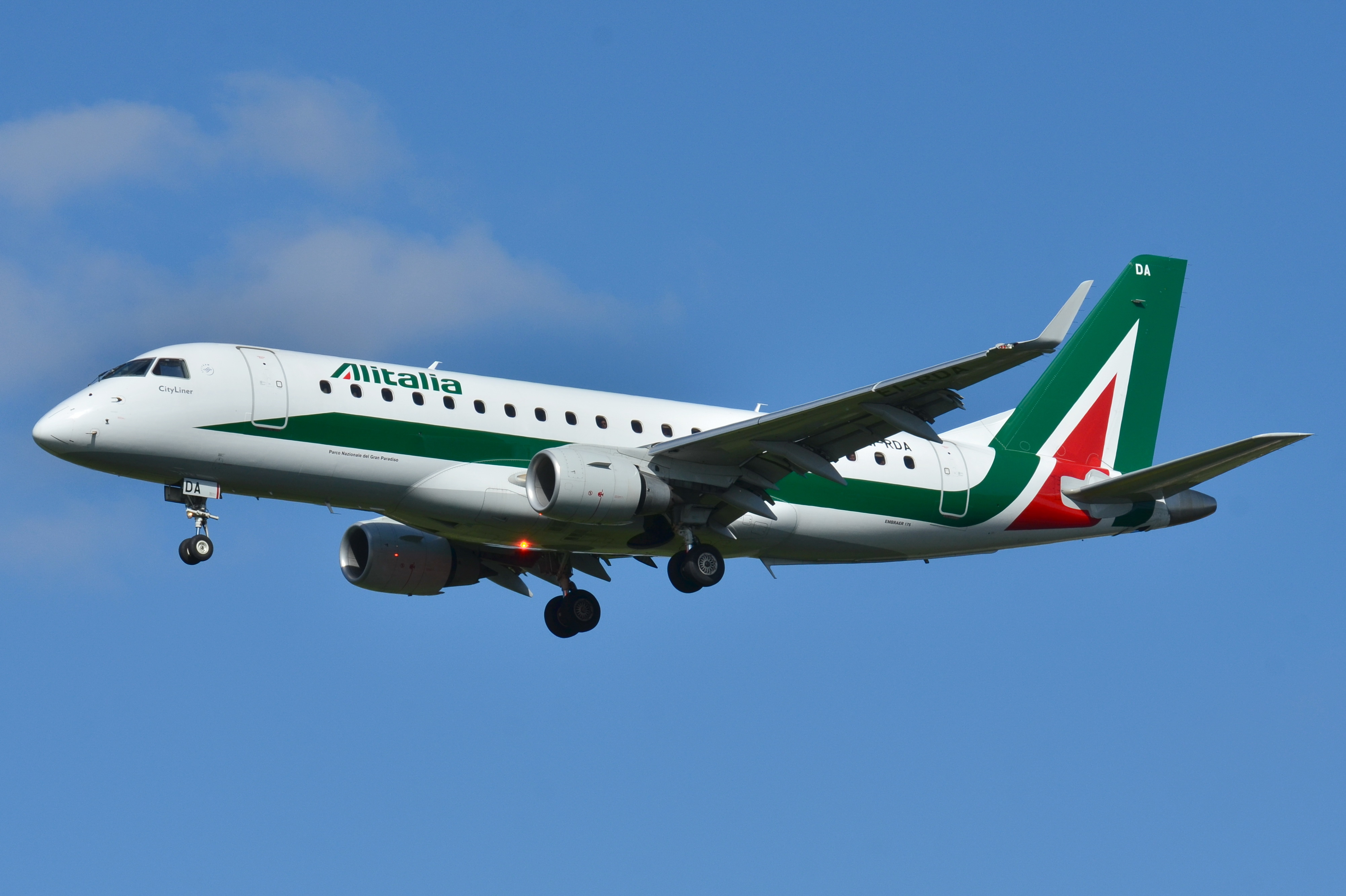 Alitalia, i commissari valutano le offerte: tempi stretti per il futuro della compagnia