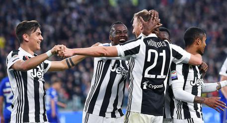 Milan-Juventus 0-2: Ronaldo e Mandzukic. Higuain rigore flop e rosso