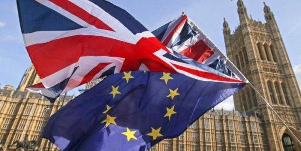 Brexit, dimessi quattro ministri