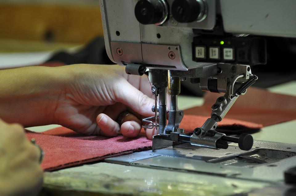 Economia, Settore manifatturiero ai minimi dal 2014