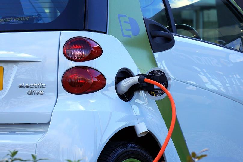 Ambiente, incentivi per l'auto elettrica nella manovra