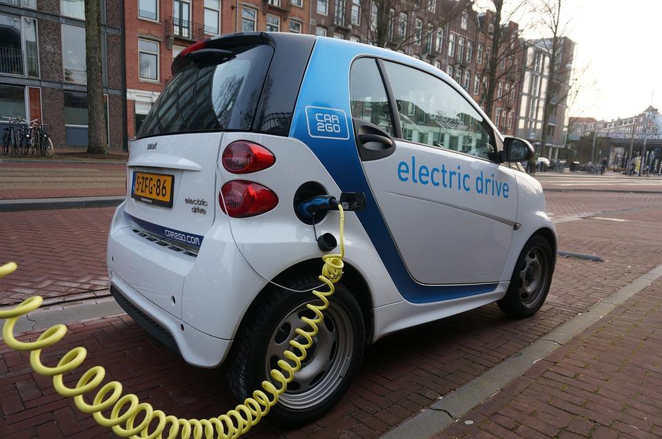 Caos tassa per auto inquinanti, dietrofront del governo