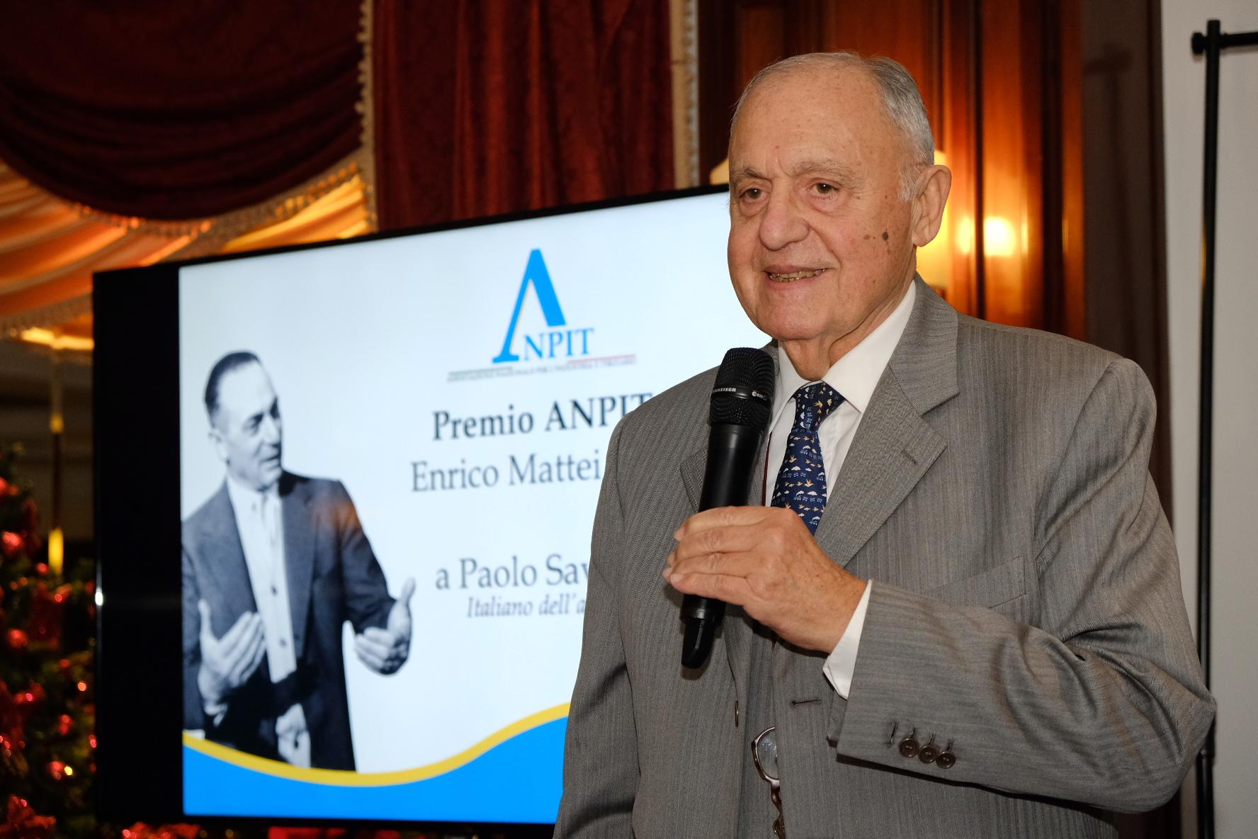 Al Ministro Savona il premio Enrico Mattei dell'ANPIT