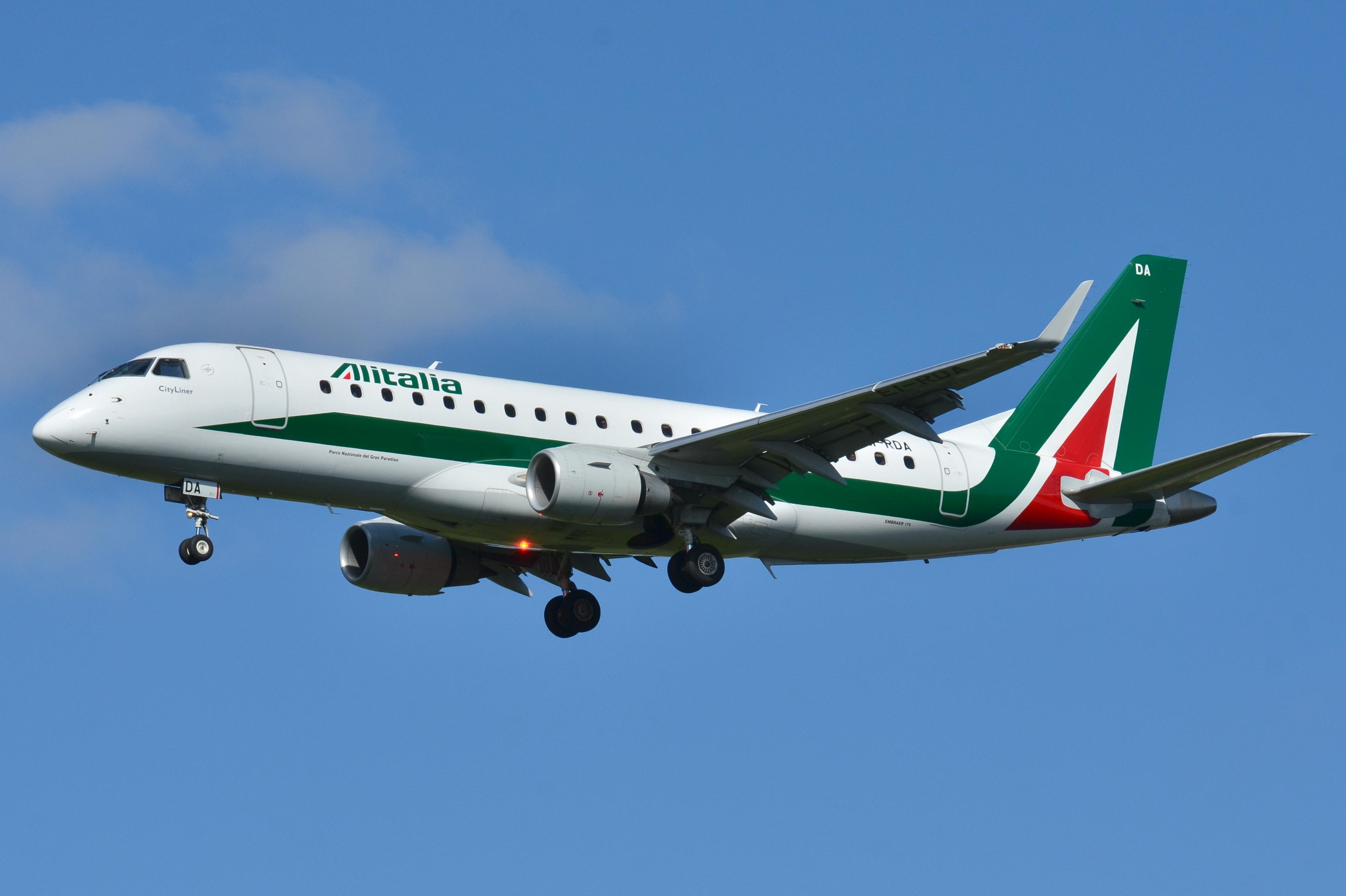 Alitalia, decollo a suon di musica