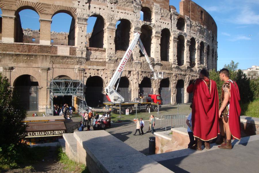 Roma, no a Centurioni nel centro