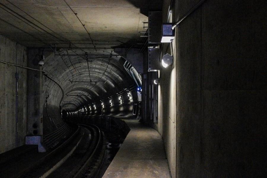 Roma, donna incastrata tra banchina e treno sulla Metro B