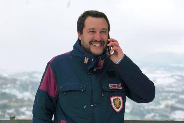 Salvini in divisa: ecco perché può farlo