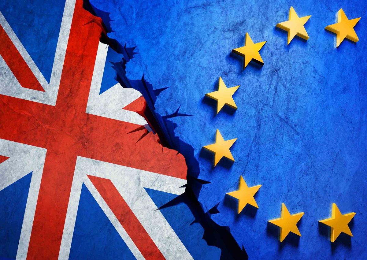 Brexit, ancora guai per May. Corbyn: indica nuove elezioni