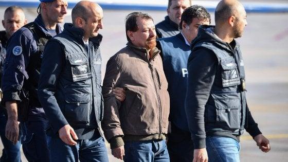 Ex terrorista Battisti atterra e va a Rebibbia