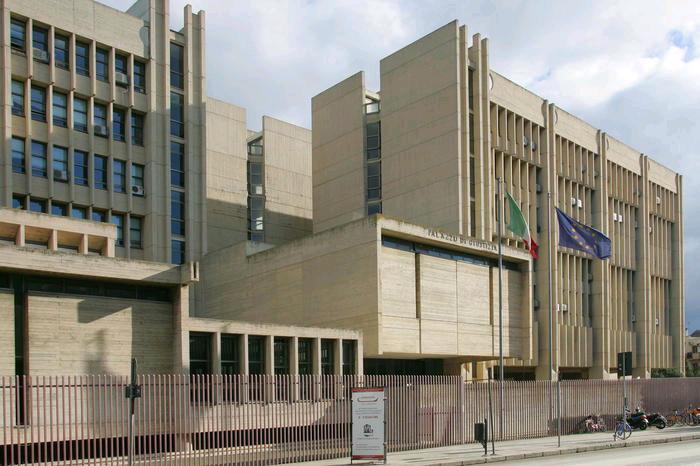 Magistrati arrestati: aggiustavano indagini per tangenti