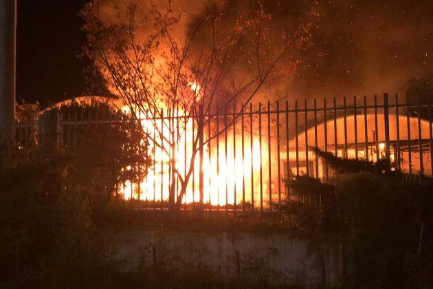 Pomezia, incendio in un'azienda in via Laurentina