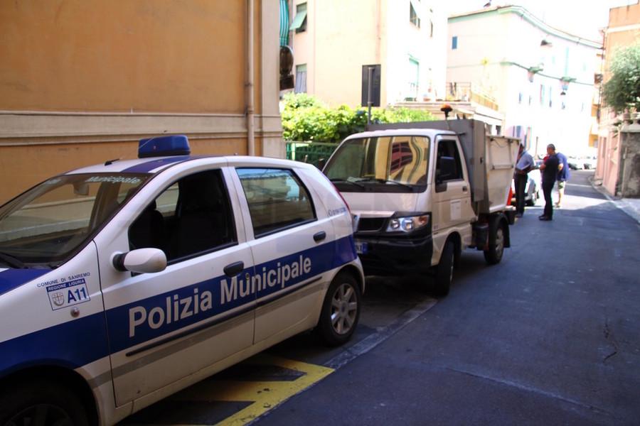 Polizia locale sequestra frutteria per carenze igieniche