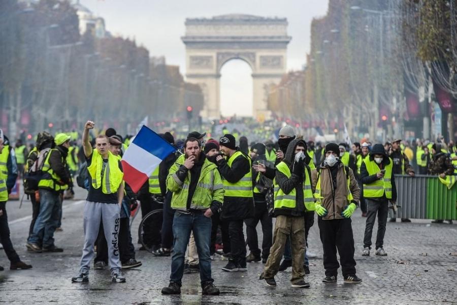 Francia, ferito leader dei gilet gialli