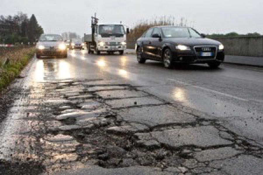 Campidoglio ok bando anti buche stradali
