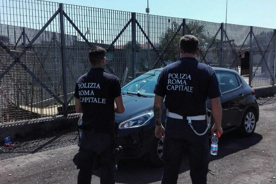 Roma, smantellata tendopoli con 10 abusivi all'interno