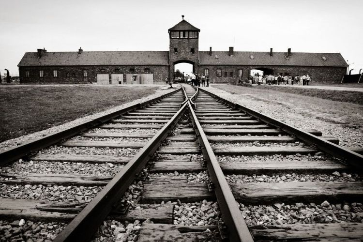 Anzio per Auschwitz e memoria: De Angelis approva progetto