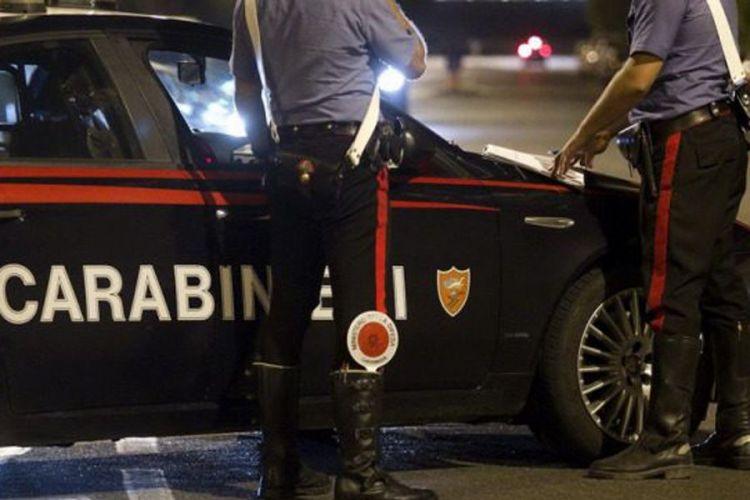 San Giovanni: ladro ruba auto con all'interno una bambina