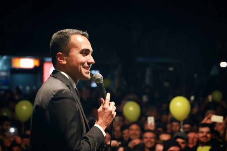 Di Maio incita i gilet gialli: Macron richiama ambasciatore
