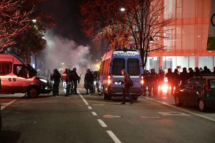 Torino, tensione per la protesta degli antagonisti