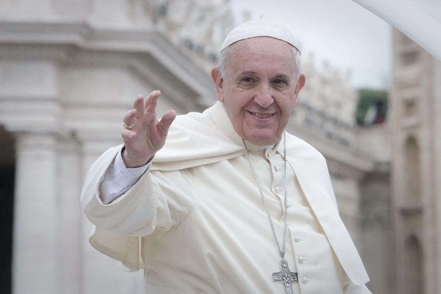 Apriamo i porti: Selfie del Papa