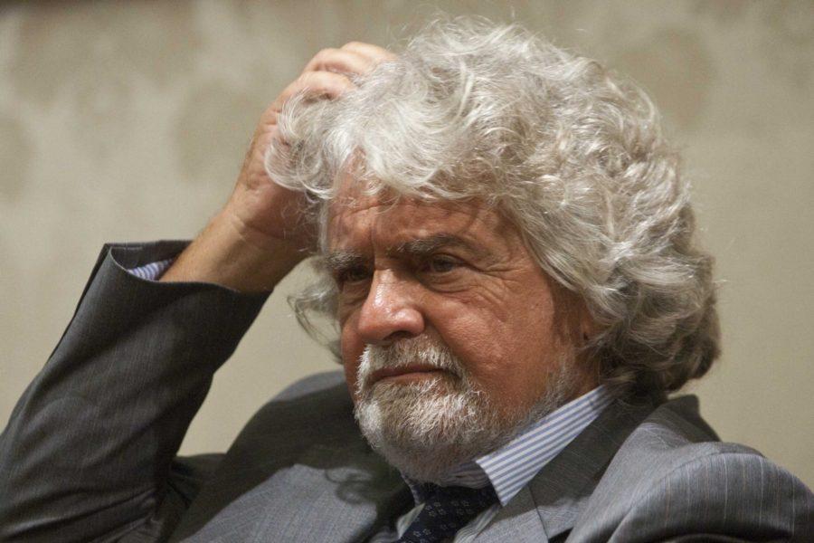 Grillo contestato da attivisti M5s