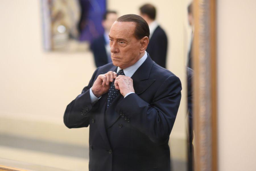 Berlusconi indagato a Roma per corruzione