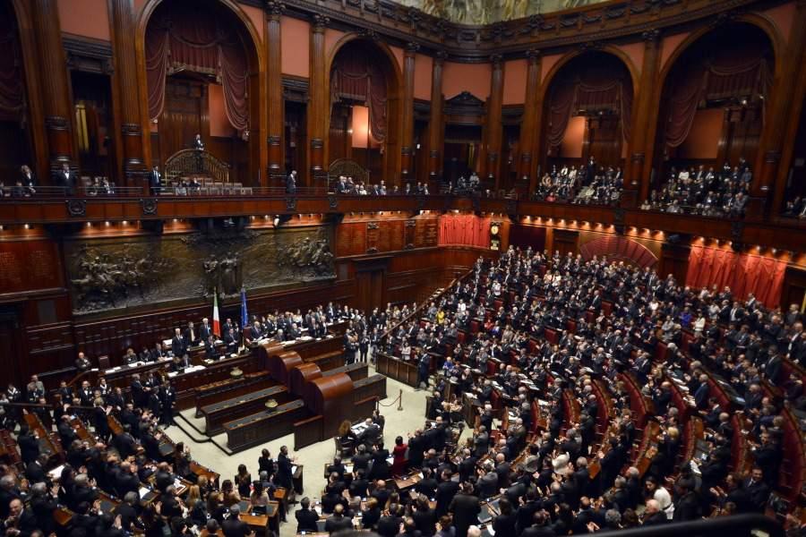 Video hot Parlamento in difesa della Sarti