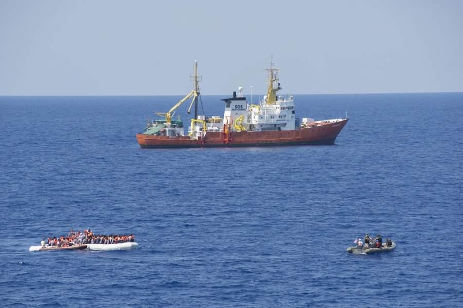 Nave Ong italiana soccorre 49 migranti