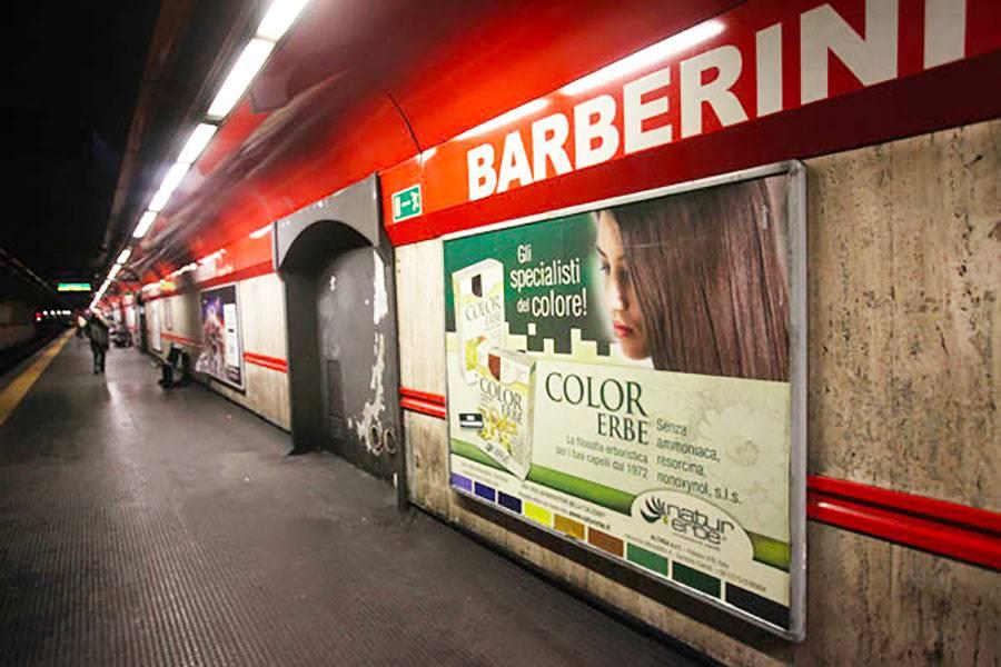 Metro Barberini panico scala mobile