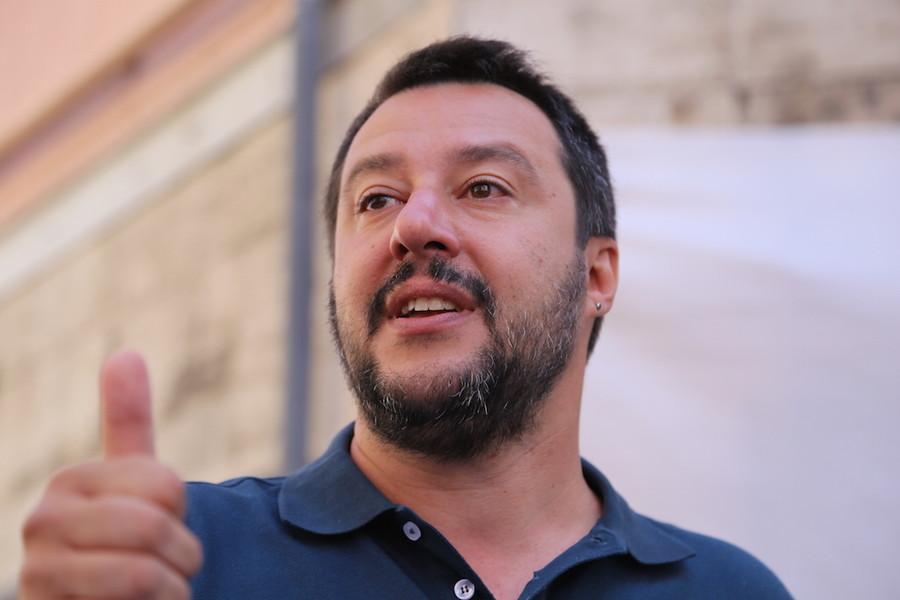 Migranti, Salvini: lusinghe alla Libia
