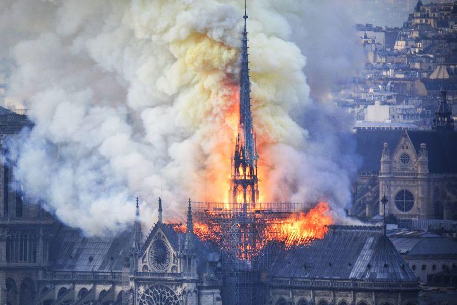 Notre Dame, da Mattarella a Trump: i messaggi dal mondo