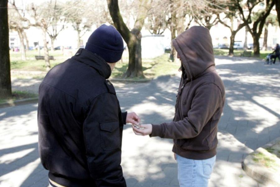 Agrigento, sgominata banda di pusher: spacciavano davanti le scuole