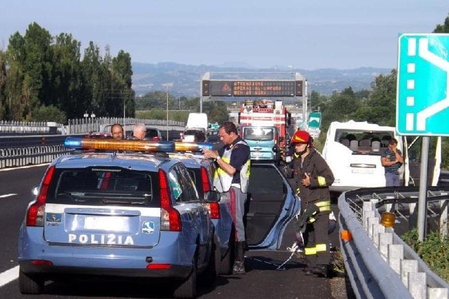 Milano, uomo scende dall'auto: travolto in autostrada
