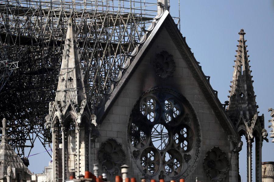 Notre Dame, la ditta ammette: 'Operai fumavano sull'impalcatura'